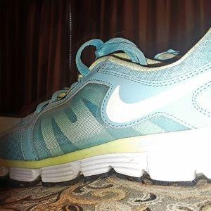 Nike tennis shoes-turquoise & light neon yellow